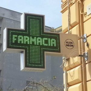 Croci farmacia a led con carpenteria in lamiera con intermittenze preimpostate.