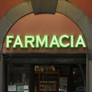 Insegna farmacia scatolata a led. Effetto tridimensionale con alto impatto luminoso.