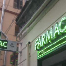 Insegne a lettere scatolate e croce a led per farmacie