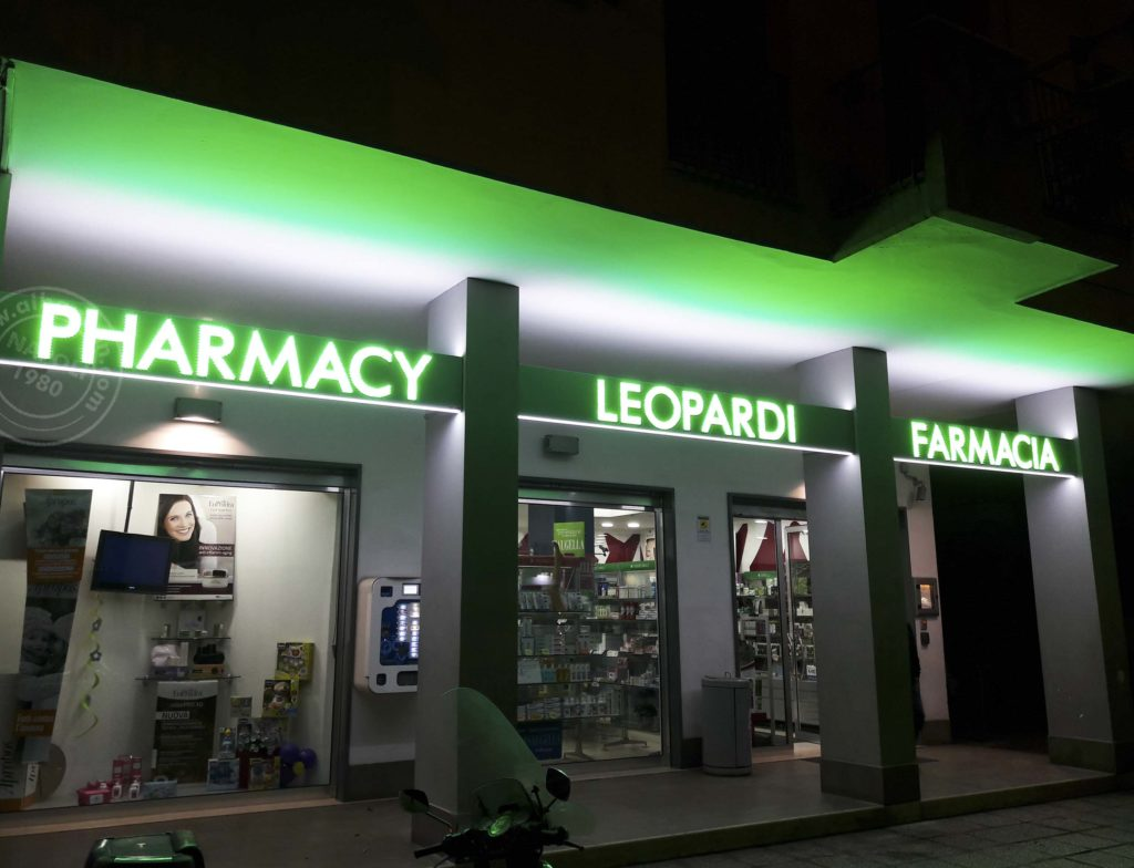 Insegne farmacia led realizzata su box in alluminio traforato con led a vista